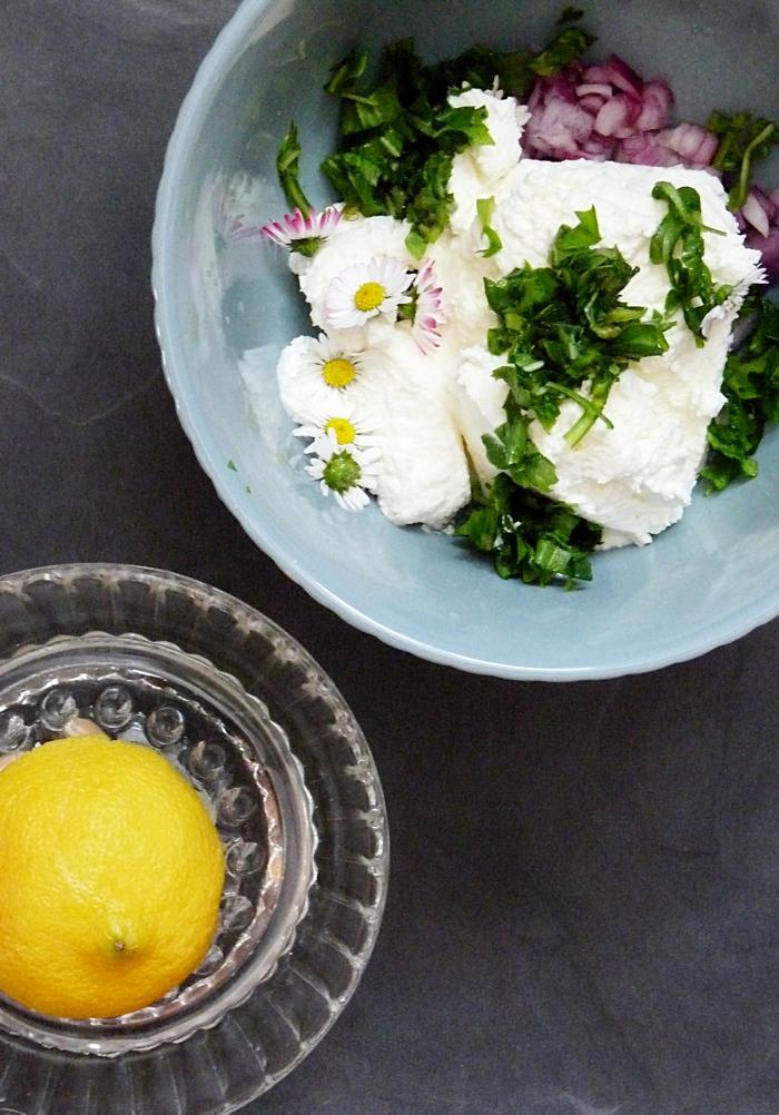 Kräuterquark mit Zitrone